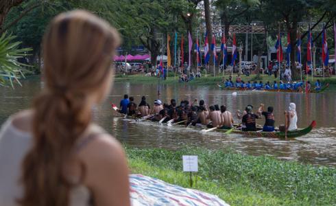 Enjoy Watching a Boat Race