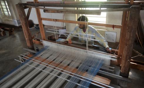 Man weaving clothes at the Bhujodi village